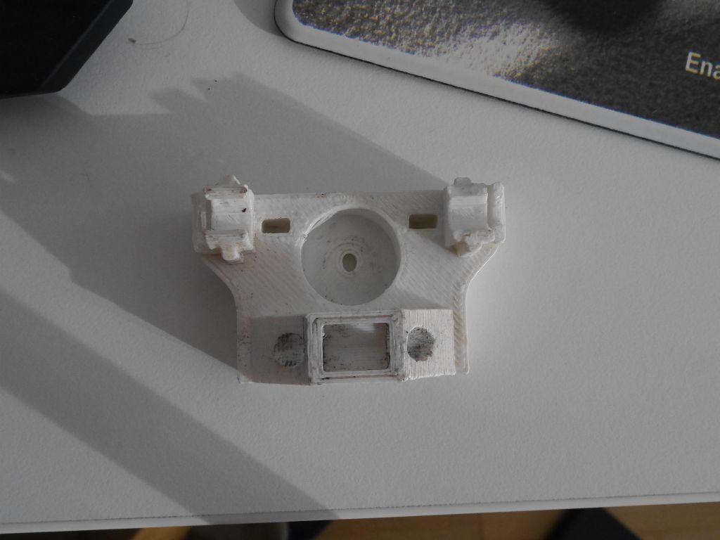 Broken x-idler: the tabs that hold the igus bearings were broken